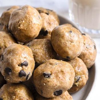 Cookie Dough Fat Bomb (Keto + Low Carb!)