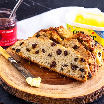 Irish Soda Bread {Easy, Quick and No Knead!}