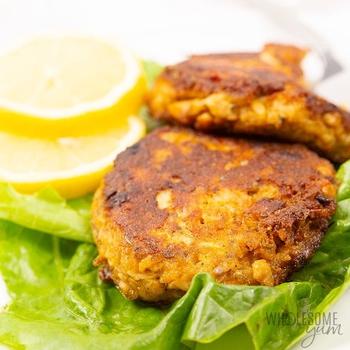 Low Carb Keto Salmon Patties (Salmon Cakes)