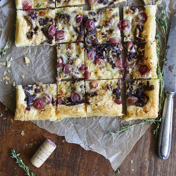 Easy Manchego, Grape, and Thyme Flatbread with Red Wine Caramelized Onions