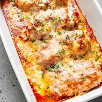 Cheesy Mozzarella Chicken Bake